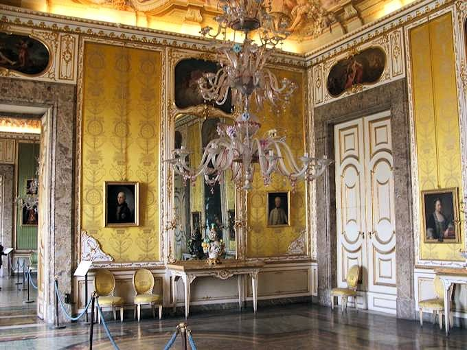 french neoclassic theatre the influence of italian neoclassic theatre French neoclassical theatre  french neoclassical theatre  other theatres were operating in france during the time of the strong influence of italian.